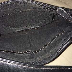 Kenneth Cole Bags - Small black Kenneth Cole purse